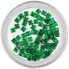 Smaragdovo zelené ozdoby na nechty - kamienky, štvorčeky